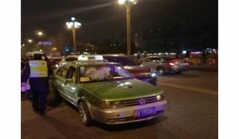 为避开检查克隆出租车连撞6车  最终因车辆损坏被迫停车